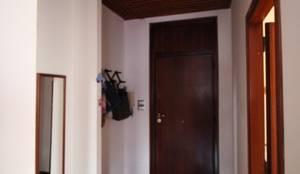 Ingresso prima dei lavori: Ingresso & Corridoio in stile  di Giuseppe Rappa & Angelo M. Castiglione