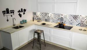Showroom: Cocinas integrales de estilo  de MADERAJE | Ebanisteria gourmet