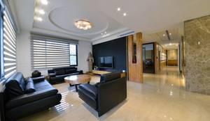 位於二樓的客廳:  客廳 by 台中室內建築師 利程室內外裝飾 LICHENG