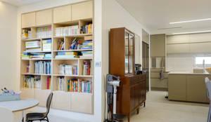 장성 민경담: 인우건축사사무소의  거실