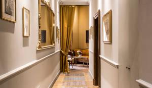 Interior Design Roma: Ingresso & Corridoio in stile  di ARTE DELL' ABITARE, Classico