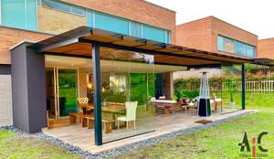 Lemont: Techos inclinados de estilo  por Arquitectura y Complementos,