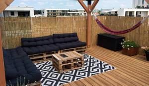 Pavimento da esterno in legno THERMOWOOD - Terrazzo privato (Germania): Pavimento in stile  di ONLYWOOD
