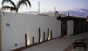 Fachada principal: Casas unifamiliares de estilo  por Rabell Arquitectos,