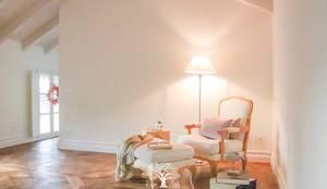 Mansarda a Sesto Calende: Camera da letto in stile  di Riverside,