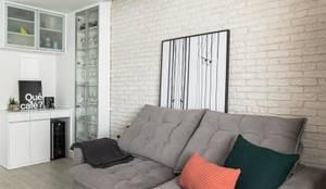 Sala de Estar Moderna Integrada Apartamento Pequeno de Jovem Casal: Salas de estar  por Mirá Arquitetura,Moderno Tijolo