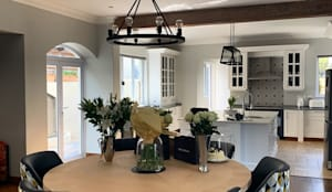 Breakfast area :  Kitchen by CS DESIGN, Modern