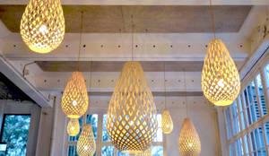 Holz-Pendelleuchten:  Gastronomie von Sandra Klösges,Modern Holz Holznachbildung