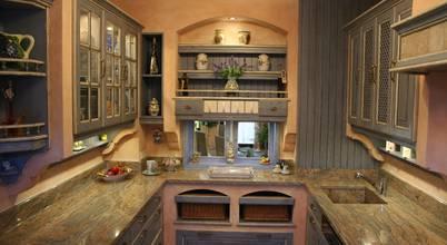 Mediterrane Landhausküche in Blau-Weiß