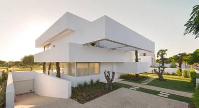 Cinco Terraços e um Jardim: Casas  por Corpo Atelier,Moderno