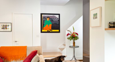 This historic household residence in Toronto is charmingly contemporary & enjoyable on the within!