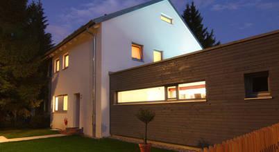 Münchner Architekten konzipieren moderne Doppelhaushälfte am Westpark