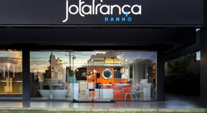 Arquitetura de interiores para loja de banho em Brasília
