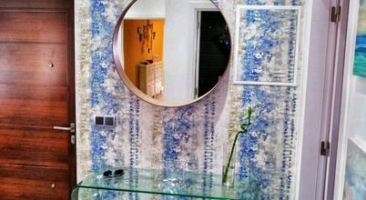 Hall de entrada e sala decorados em tons de azul turquesa e castanho!
