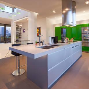 Foto di cucina in stile moderno di kern design gmbh innenarchitektur einrichtung