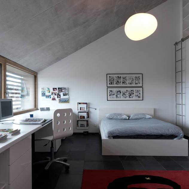 Phòng ngủ phong cách hiện đại bởi LEICHT Küchen AG Hiện đại