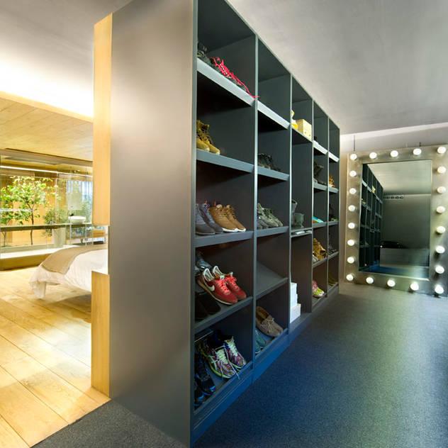 Phòng thay đồ phong cách chiết trung bởi Egue y Seta Chiết trung