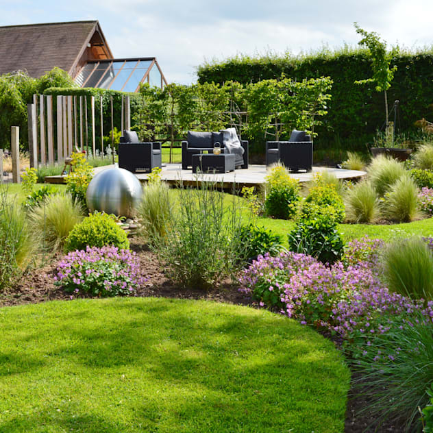 Traditional Garden - Decked Seating Area: country Garden by Unique Landscapes