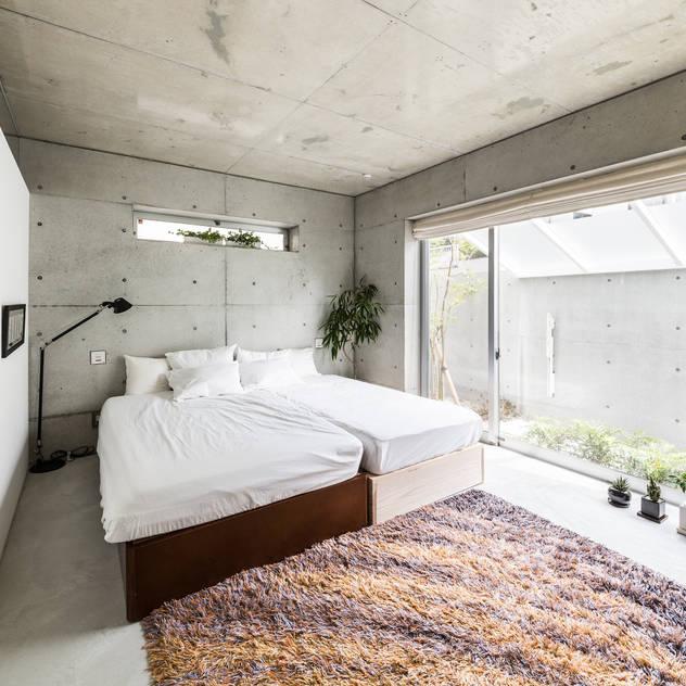 Phòng ngủ phong cách hiện đại bởi Kenji Yanagawa Architect and Associates Hiện đại