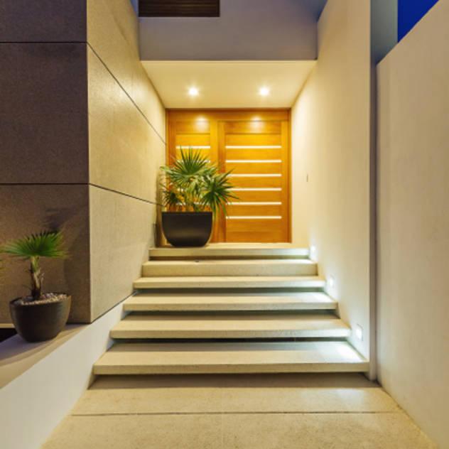 Imagenes de entradas de casas fachadas exteriores de for Escaleras entrada casa