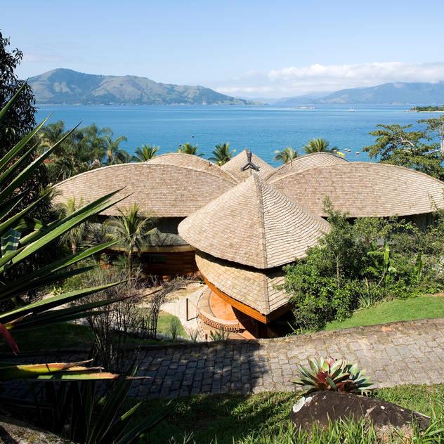 Casa Folha: Casas por Mareines+Patalano Arquitetura,Tropical