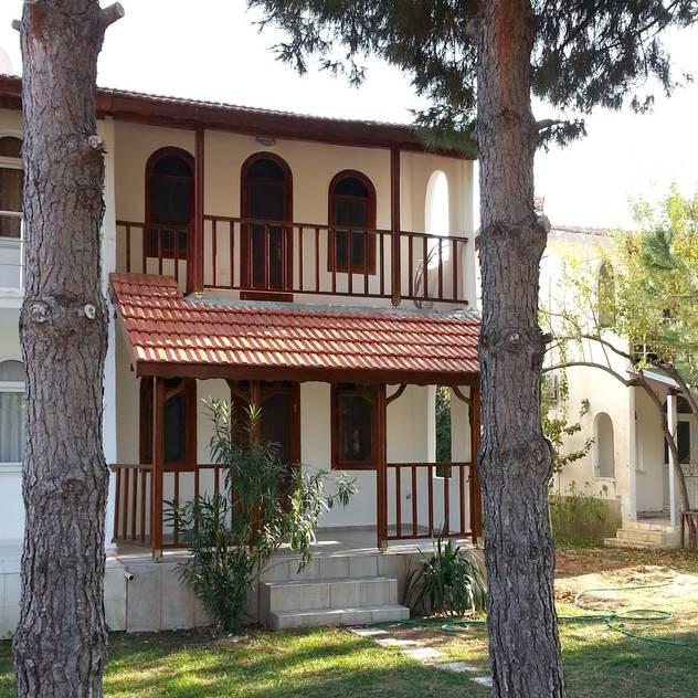 EDMİMARLIK INTERIOR STUDIO – AYVALIK ALTINOVA VİLLA: modern tarz Evler