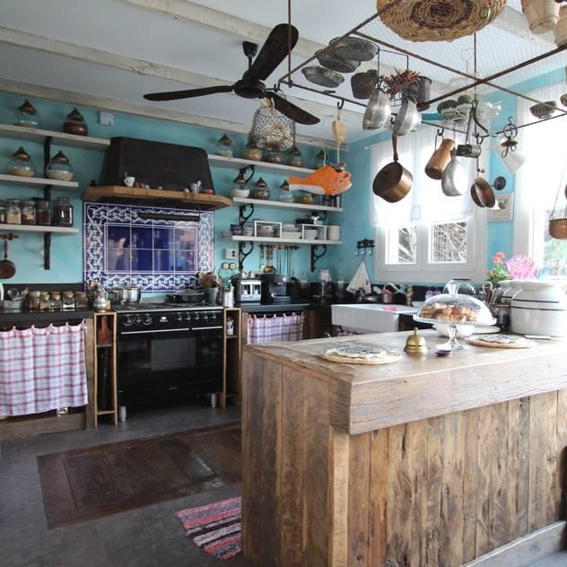 Orkun İndere Interiors: kırsal tarz tarz Mutfak