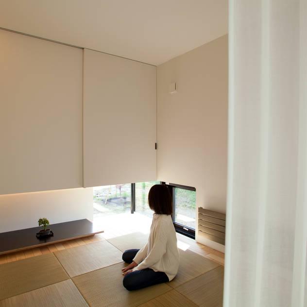 Phòng giải trí phong cách châu Á bởi 一級建築士事務所 Atelier Casa Châu Á