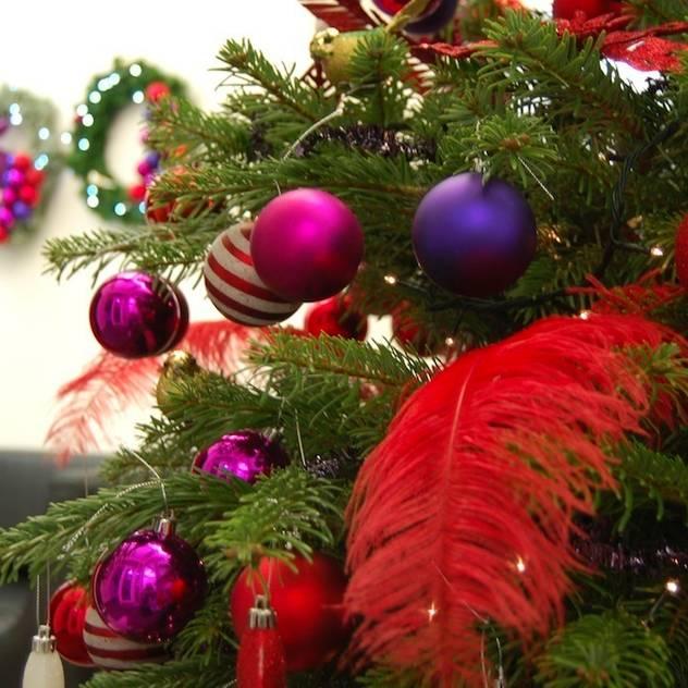 Commercial Christmas Styling bởi Bhavin Taylor Design Hiện đại