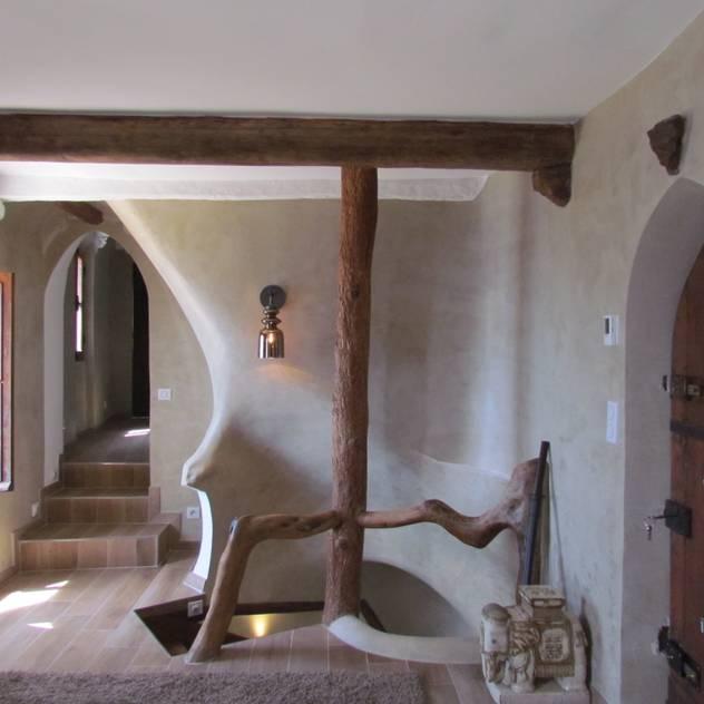 Hành lang, sảnh & cầu thang phong cách chiết trung bởi Archimania Chiết trung