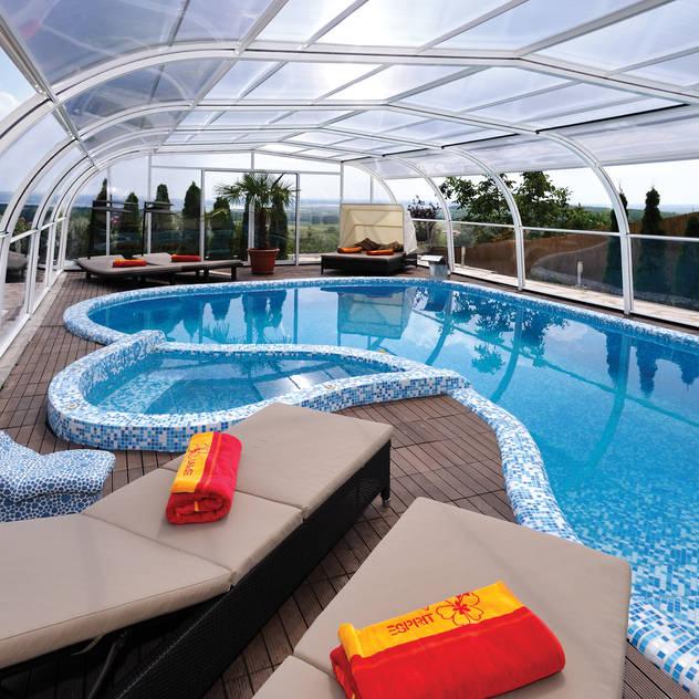 Hồ bơi phong cách kinh điển bởi Pool + Wellness City GmbH Kinh điển