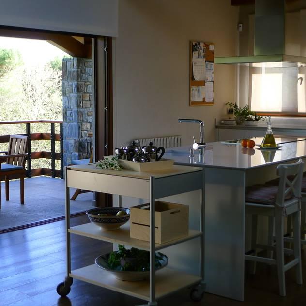 Minos-E: Cocinas de estilo moderno de COCINAS SANTOS