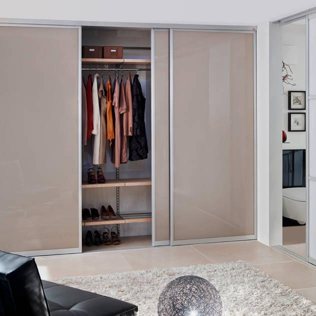 Phòng tắm phong cách hiện đại bởi Elfa Deutschland GmbH Hiện đại