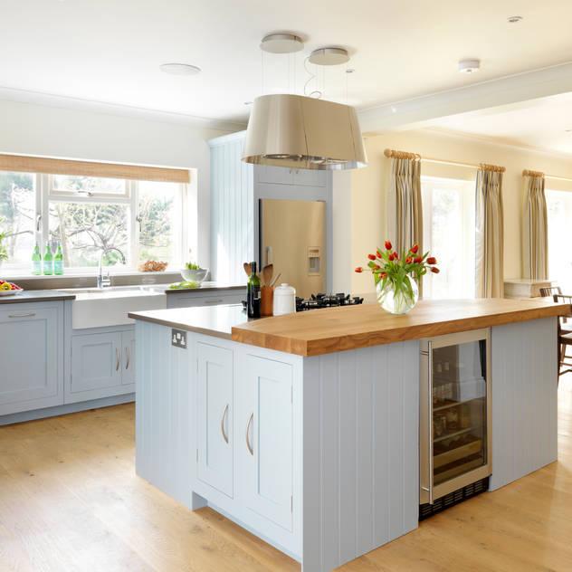 Painted Shaker kitchen by Harvey Jones Nhà bếp phong cách hiện đại bởi Harvey Jones Kitchens Hiện đại
