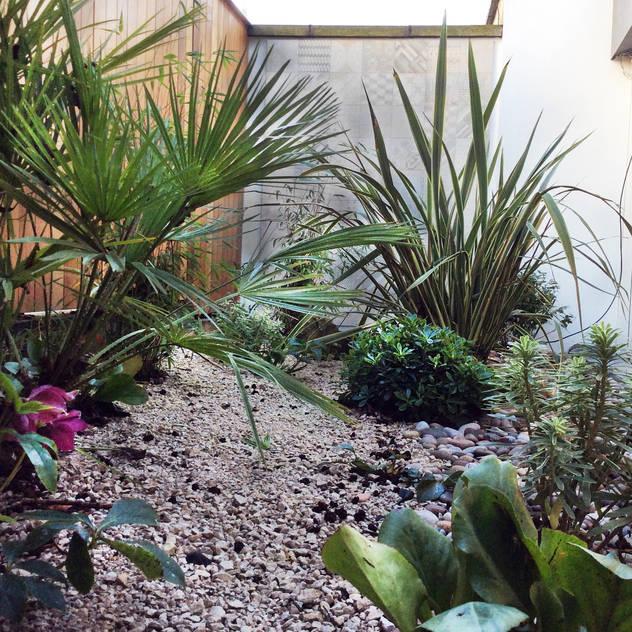 Jardines de estilo mediterraneo por AR Architecture