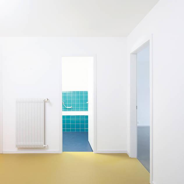 Banheiros modernos por Holzhausen Zweifel Architekten
