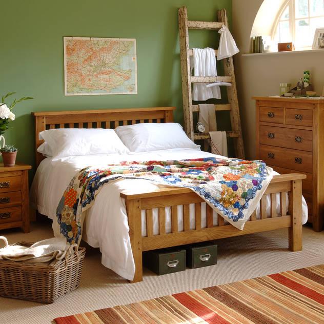 Oakland 4ft 6 Double Bed Phòng ngủ phong cách đồng quê bởi The Cotswold Company Đồng quê