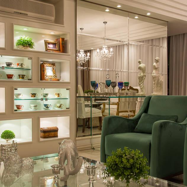 Living clássico m verde esmeralda Salas de estar clássicas por marli lima designer de interiores Clássico