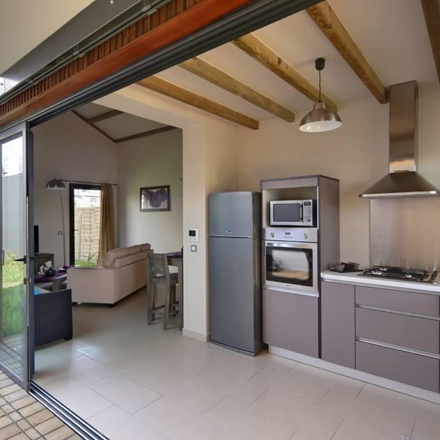 Cozinhas tropicais por T&T architecture