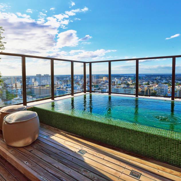 Hồ bơi phong cách hiện đại bởi Tellini Vontobel Arquitetura Hiện đại