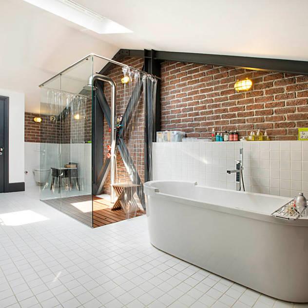 Phòng tắm bởi Udesign Architecture Công nghiệp