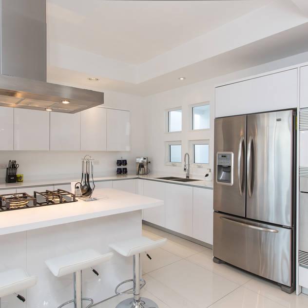 minimalistic Kitchen by Grupo Arsciniest