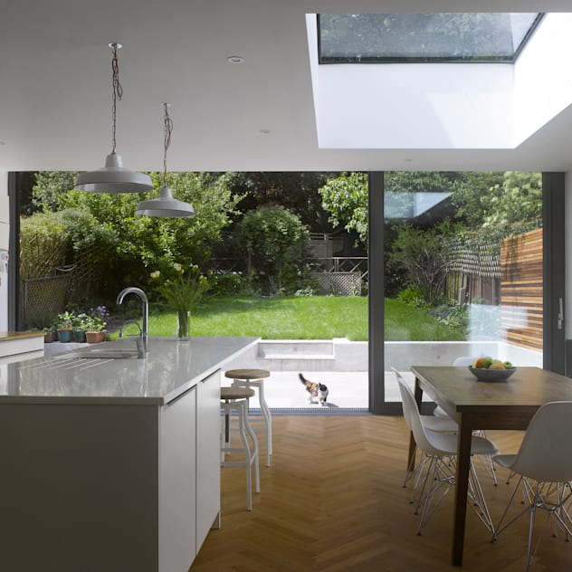 Redston Road: modern Kitchen by Andrew Mulroy Architects