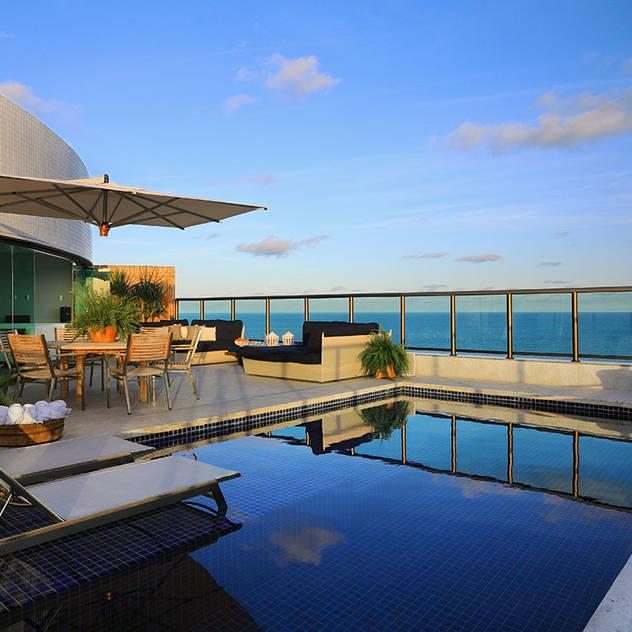 DUPLEX 490m²: Terraços  por Nejaim Azevedo Arquitetos Associados