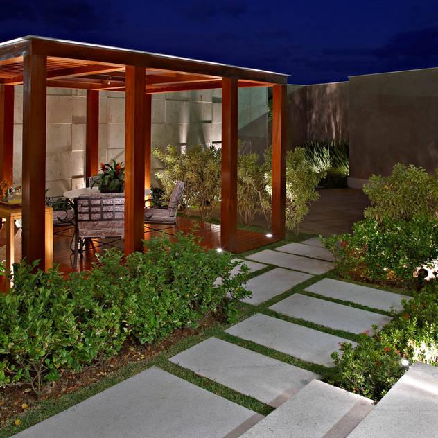 Vườn phong cách hiện đại bởi CP Paisagismo Hiện đại