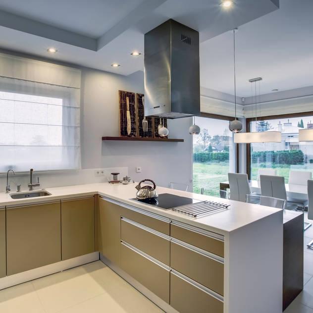 Cucina moderna di DK architektura wnętrz Moderno