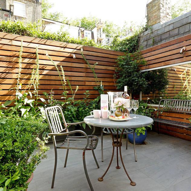 Jardines de estilo moderno por Cue & Co of London
