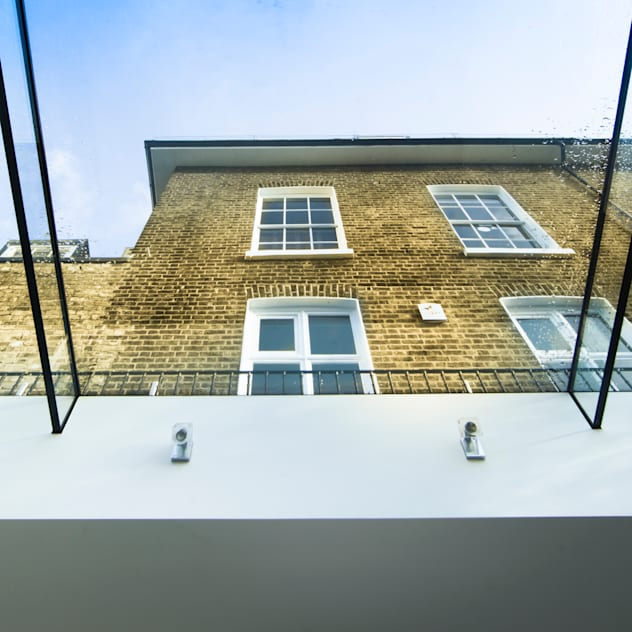 Barnes, London: Culmax Glass Box Extension: minimalistic Houses by Maxlight
