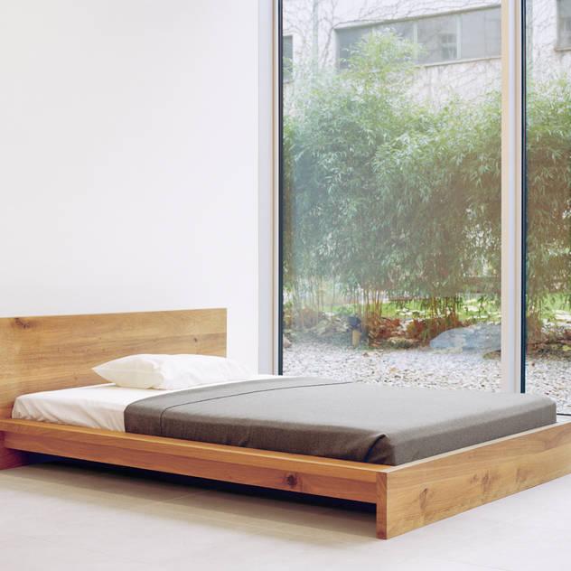 Bed MO Phòng ngủ phong cách hiện đại bởi e15 Hiện đại
