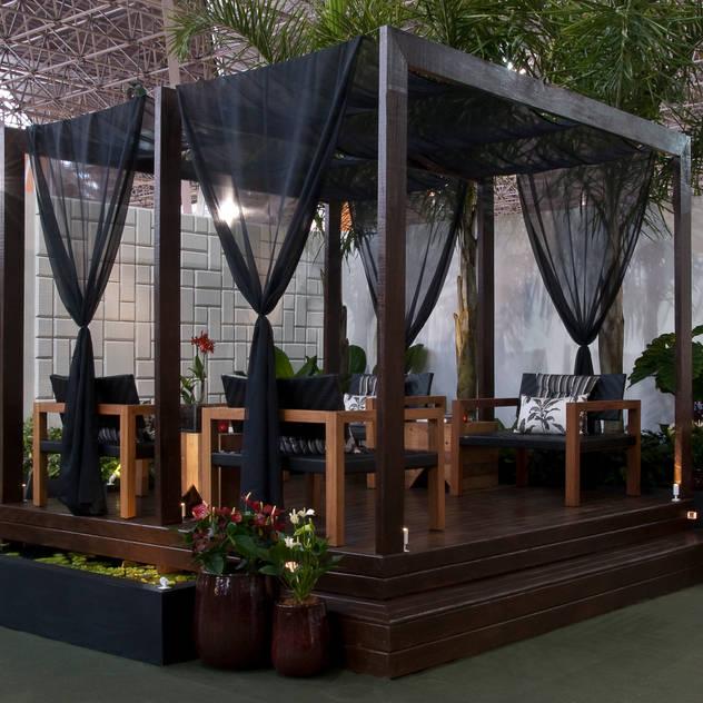 Vườn phong cách hiện đại bởi Folha Paisagismo Hiện đại